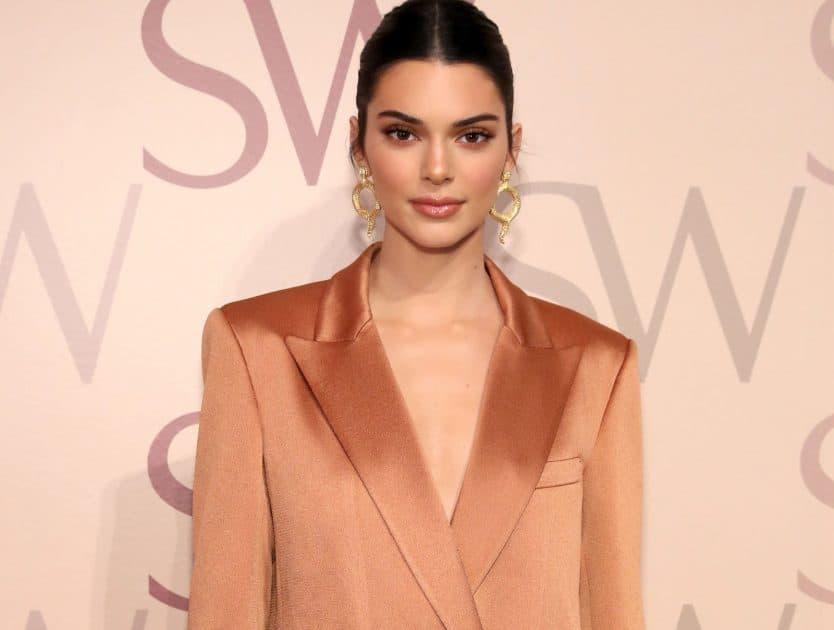 """Nie tylko Kendall Jenner ma w swojej szafie ubrania z metką """"the mannei"""". Projekty Sary Boruc wybrała też inna modelka"""