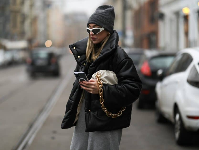 Jak się ubierać na cebulkę, by wyglądać stylowo?