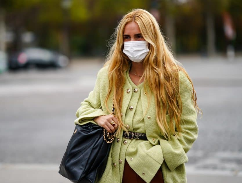 Jeżeli pojawiły się u ciebie niepożądane wypryski na skórze w okolicy zazwyczaj osłoniętej maską, ten problem może dotyczyć również Ciebie