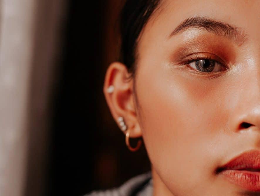 Jak aplikować korektor na twarz? Unikaj tych 5 błędów, a Twój makijaż będzie doskonały