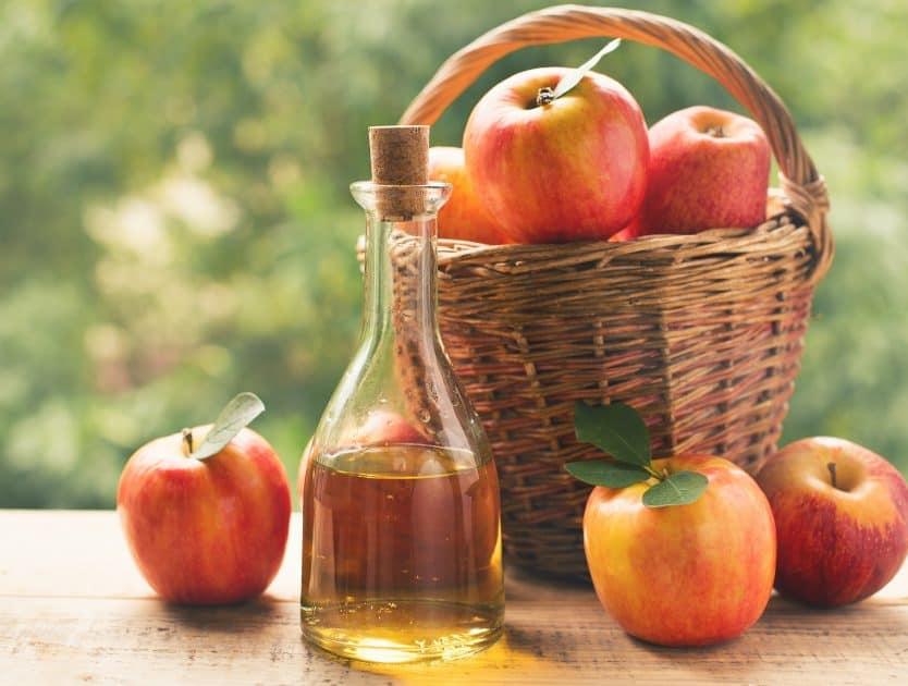 Jak ocet jabłkowy pomaga w pielęgnacji włosów i skóry głowy?