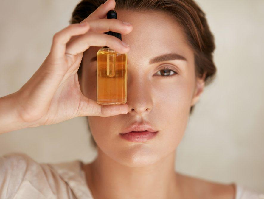 Kwas hialuronowy - sprawdź, co warto o nim wiedzieć i dlaczego dobrze jest go stosować regularnie