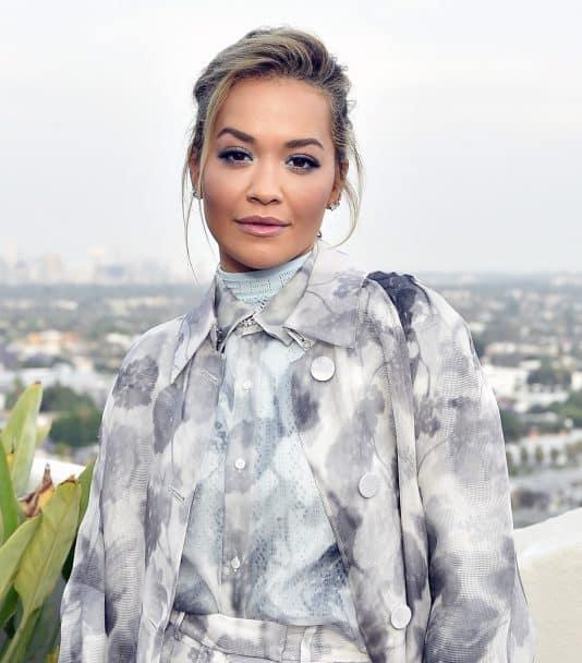 Rita Ora zakochała się w kostiumie projektu Magdy Butrym! Wokalista zachwyca w najnowszym teledysku